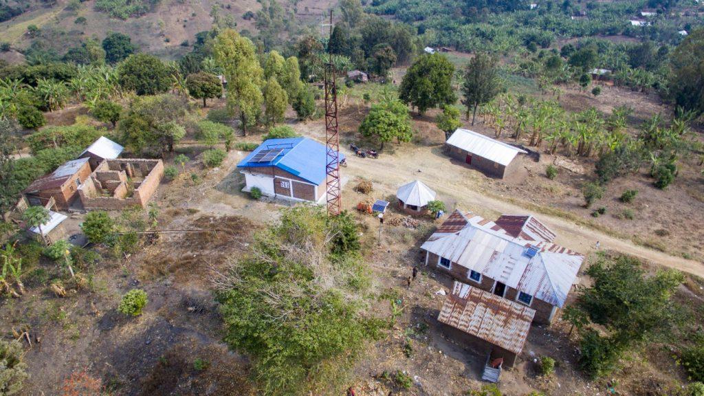 Die Radiostation in Bugarula versorgt umliegende Bewohner nicht nur mit Musik, sondern auch mit Nachrichten und Informationen. Mit den bestehenden Solarpanels sind Sendezeit und Reichweite stark eingeschränkt.
