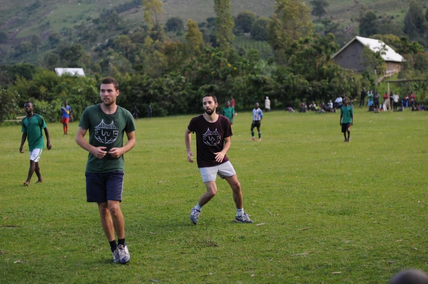 Beim Fußballspiel mit dem PROLASA Team