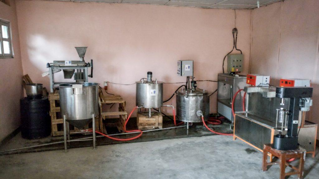 Hier füllt PROLASA Trinkwasser ab und stellt verschiedene Säfte her (Ananas, Pflaume, Maracuja, Bananen, Erdbeere)