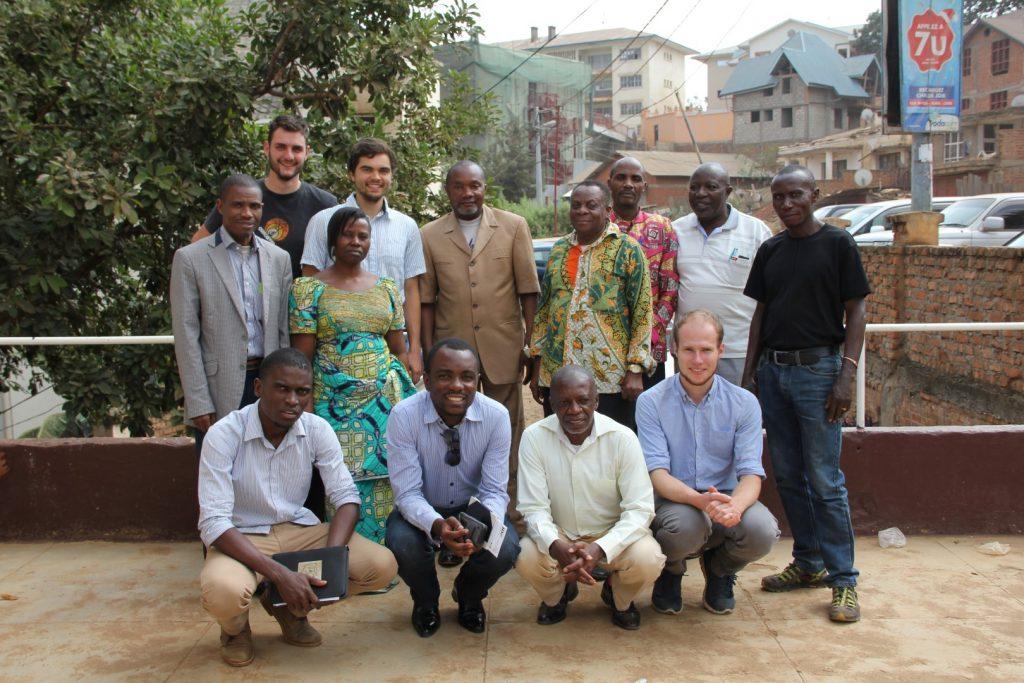 Gruppenfoto vor dem Büro der ECP in Bukavu