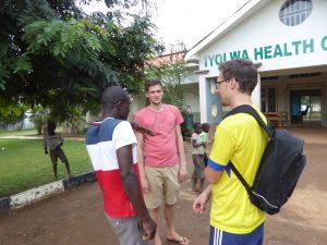 Beim Besuch im Iyolwa Health Care Center werden wir sehr willkommen aufgenommen und erfahren viel über die Vorgänge in einer Krankenstation