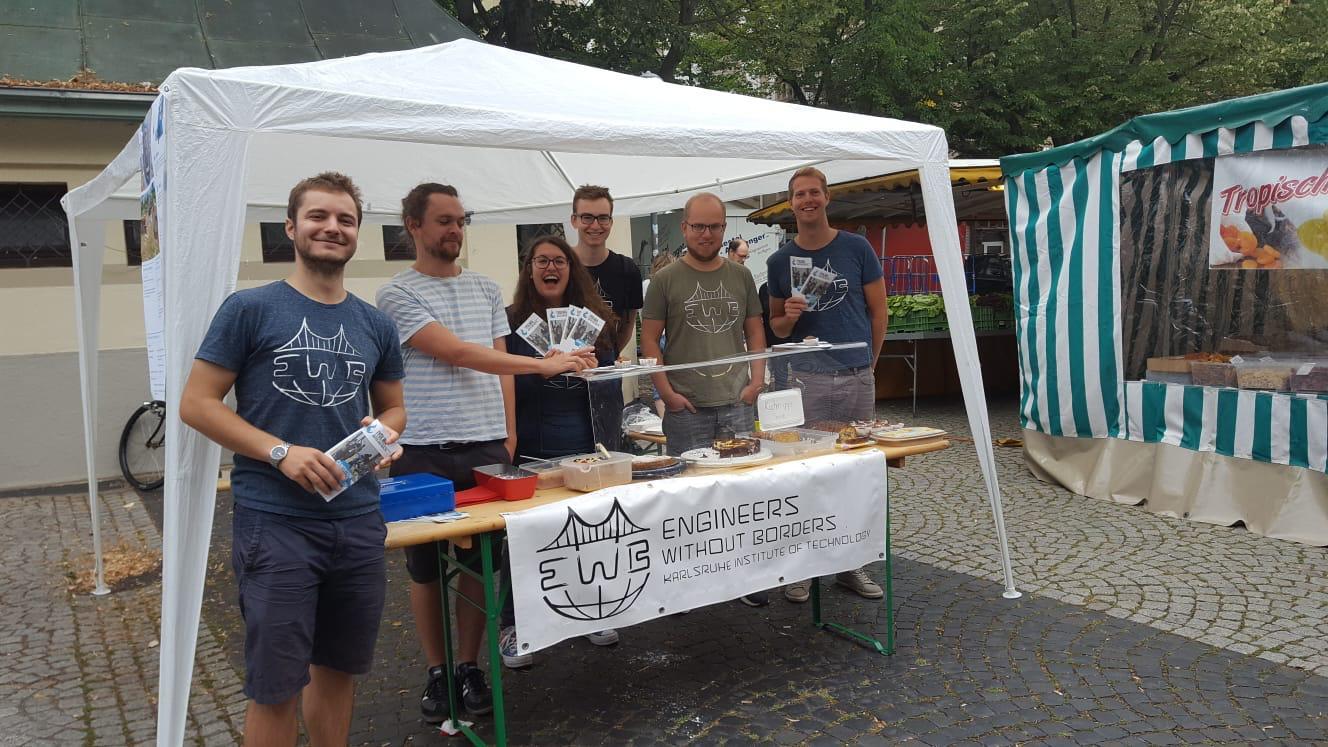 Leckeren Kuchen und gute Gespräche gab's beim Stand auf dem Gutenbergplatz