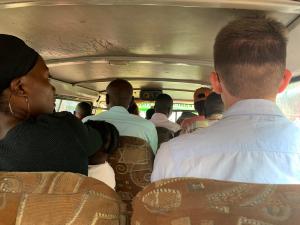 Reisen im Matatu - viele Leute, wenig Sitze