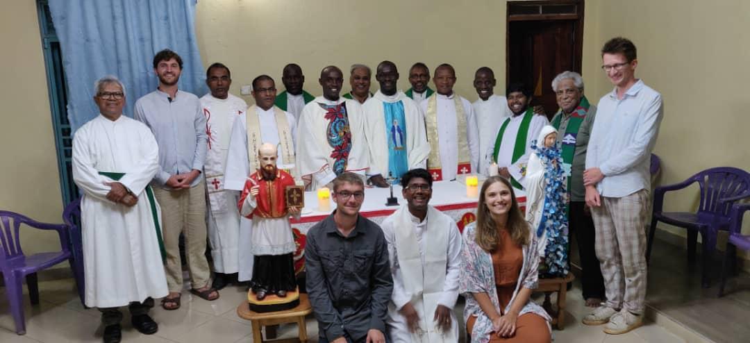Gruppenbild mit den neu geweihten Priestern