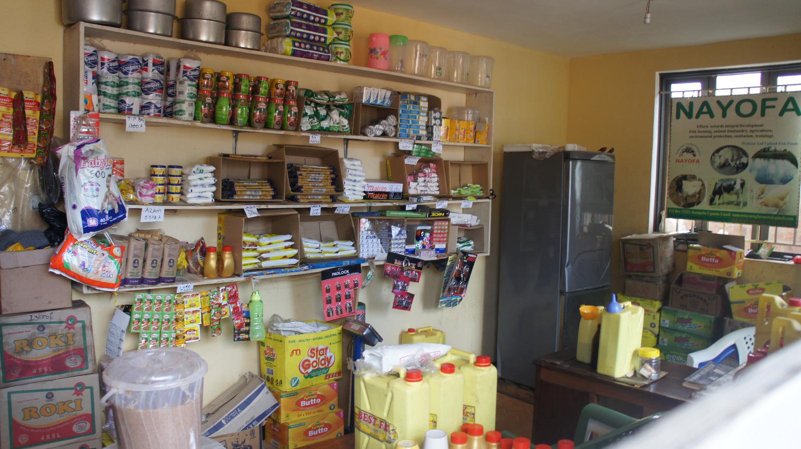 Der kleine Laden des Centers. Besonders arme Menschen bekommen hier auch Grundlebensmittel umsonst.