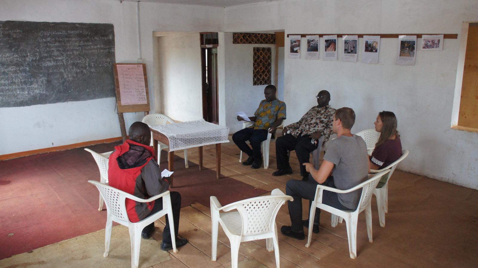 Vorstellung der Projekte im Besprechungsraum des NAYOFA Centers