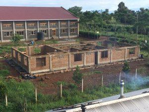 Rohbau der Krankenstation zum Ende der ersten Bauphase
