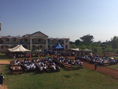 Gottesdienst an Ostern auf dem Schulgelände