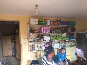 Besprechung im Shop des Nayofa Centers