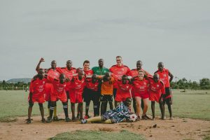 Fußballteam mit den Schülern